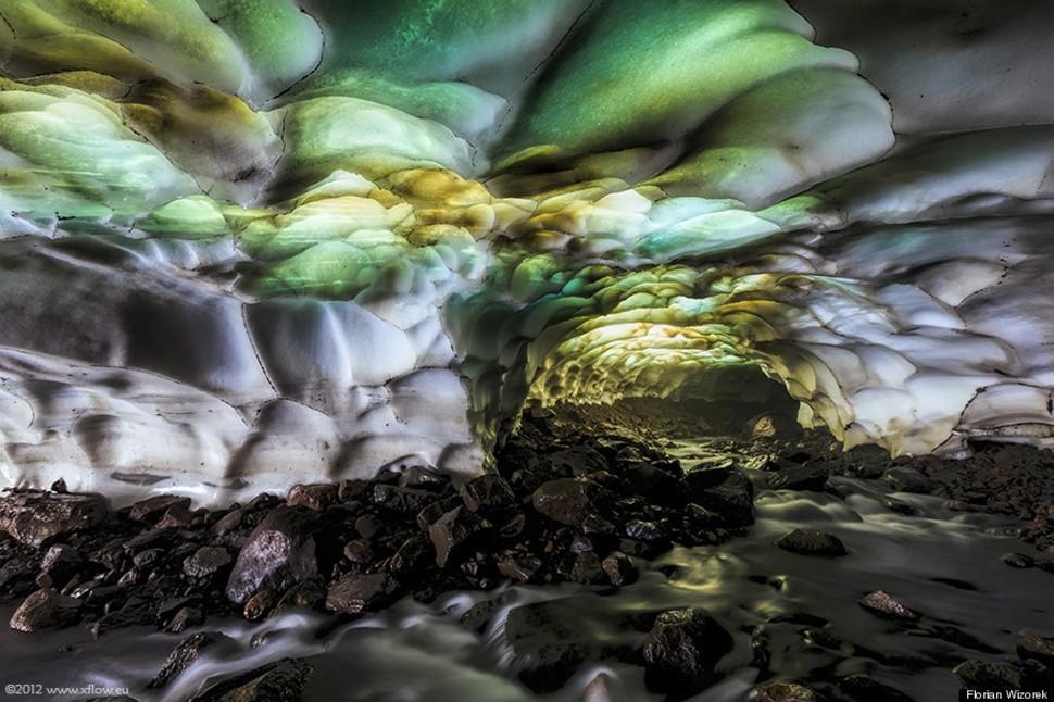 Cueva en el volcán Mutnovsky