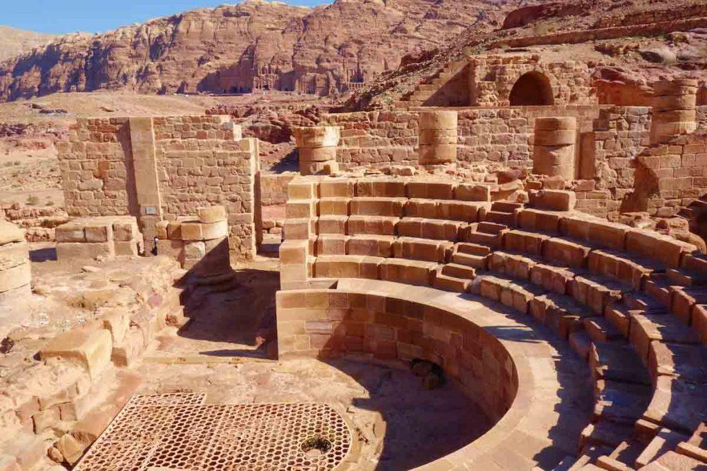 curiosidades sobre petra la ciudad de los nabateos teatro